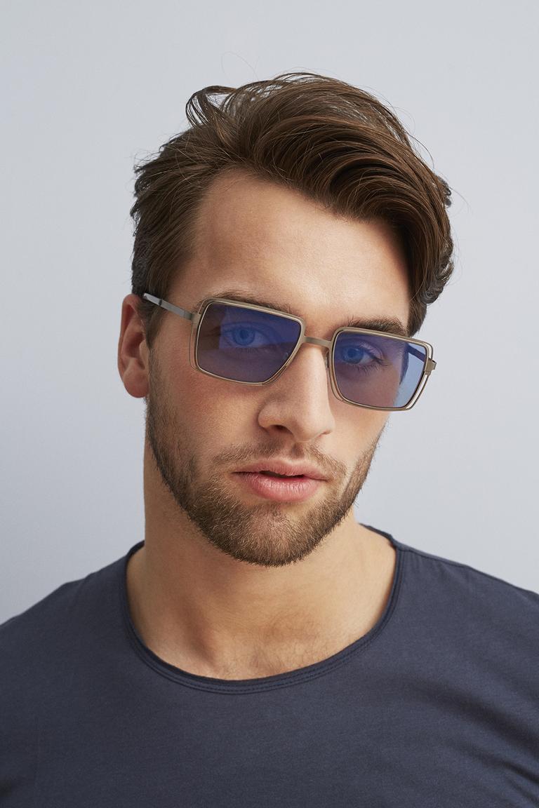 männliches Model mit FLEYE Copenhagen Sonnenbrille