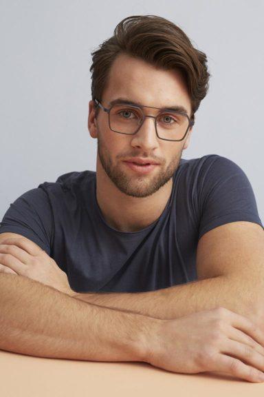 männliches Model mit FLEYE Copenhagen Brille