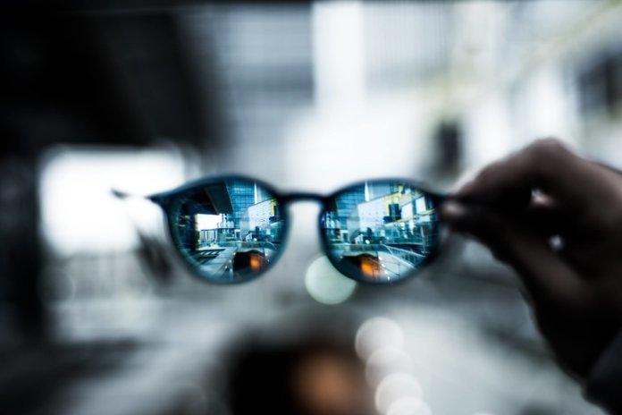 Selbsttönende Gläser