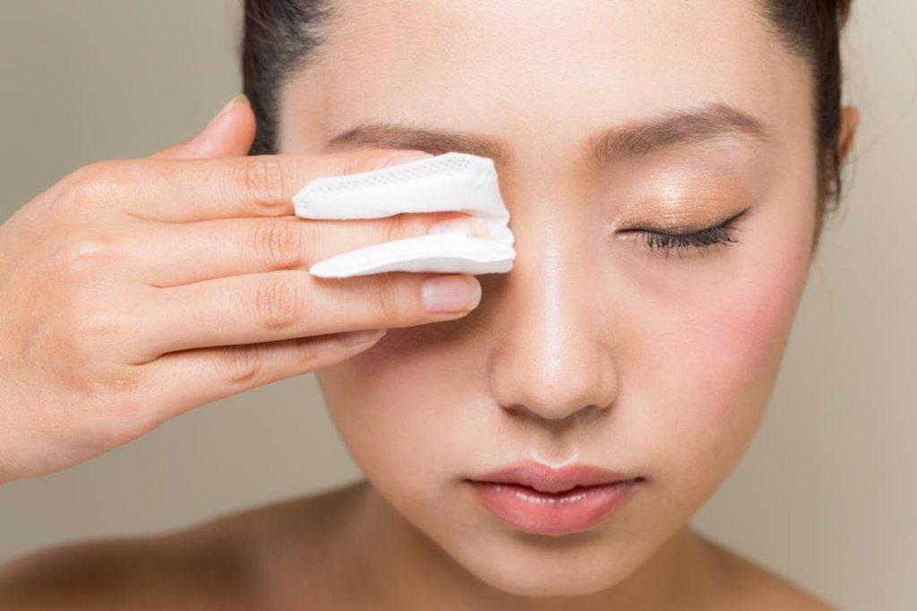 Warme Kompresse – Vorbeugung bei Augenlidentzündung