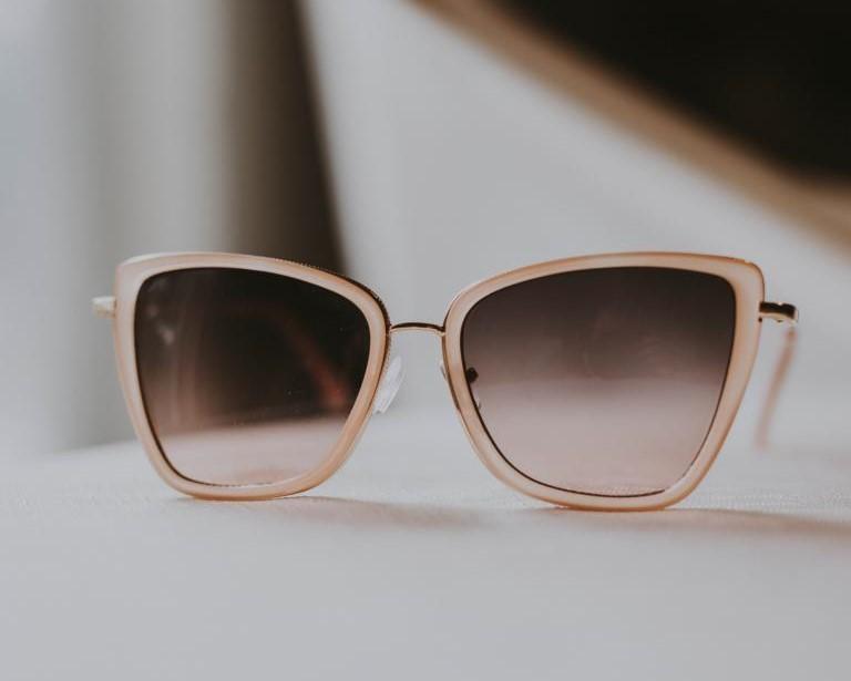 Brille: Beschichtungen und weitere Eigenschaften