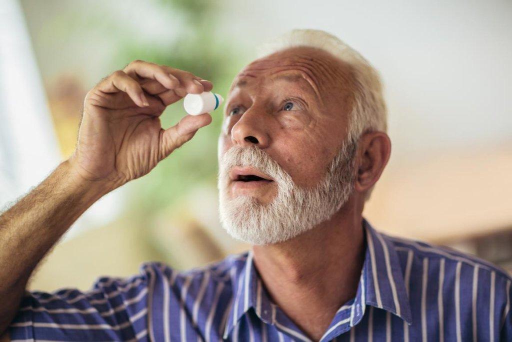 Schuppenflechte am Auge: Behandlung dringend empfohlen