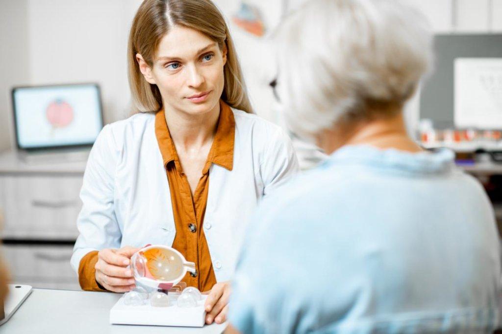 Orthoptistin bei der Arbeit